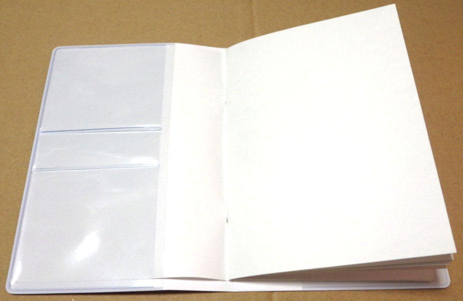 お薬手帳カバーに手帳を収めた状態